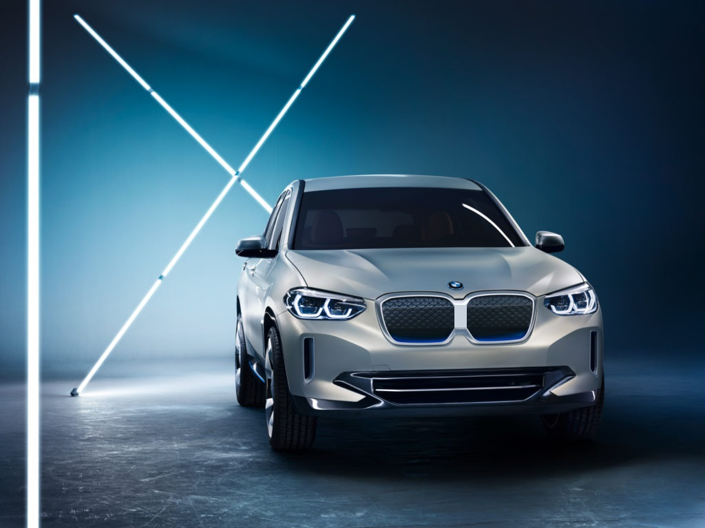 BMW-iX3-pictured-with-separated-kidneys.jpg