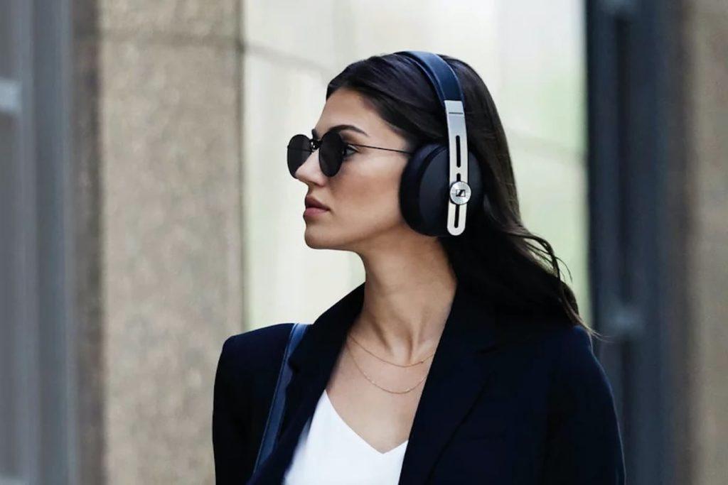 Sennheiser-MOMENTUM-Wireless-Modern-Headphones-01-1200x800.jpg