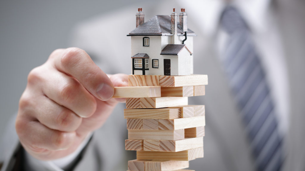 us-real-estate-market-shudders-experts-predict-40-lower-sales-march-contracts-dip-by-21.jpg