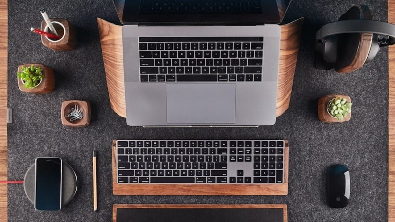 Holiday-gift-guide-for-small-WFH-spaces.jpg