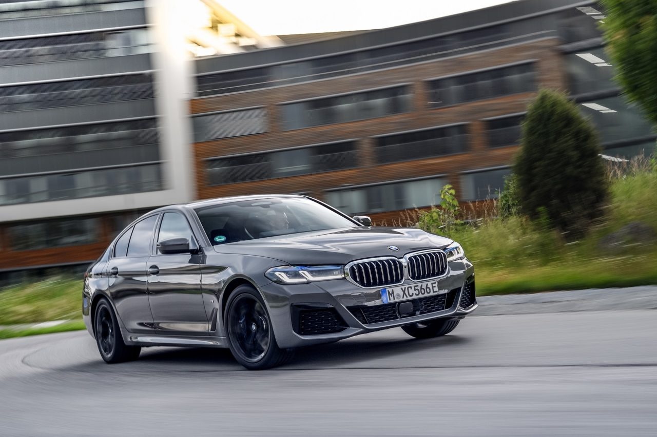 P90395477_highRes_the-new-bmw-545e-xdr.jpg