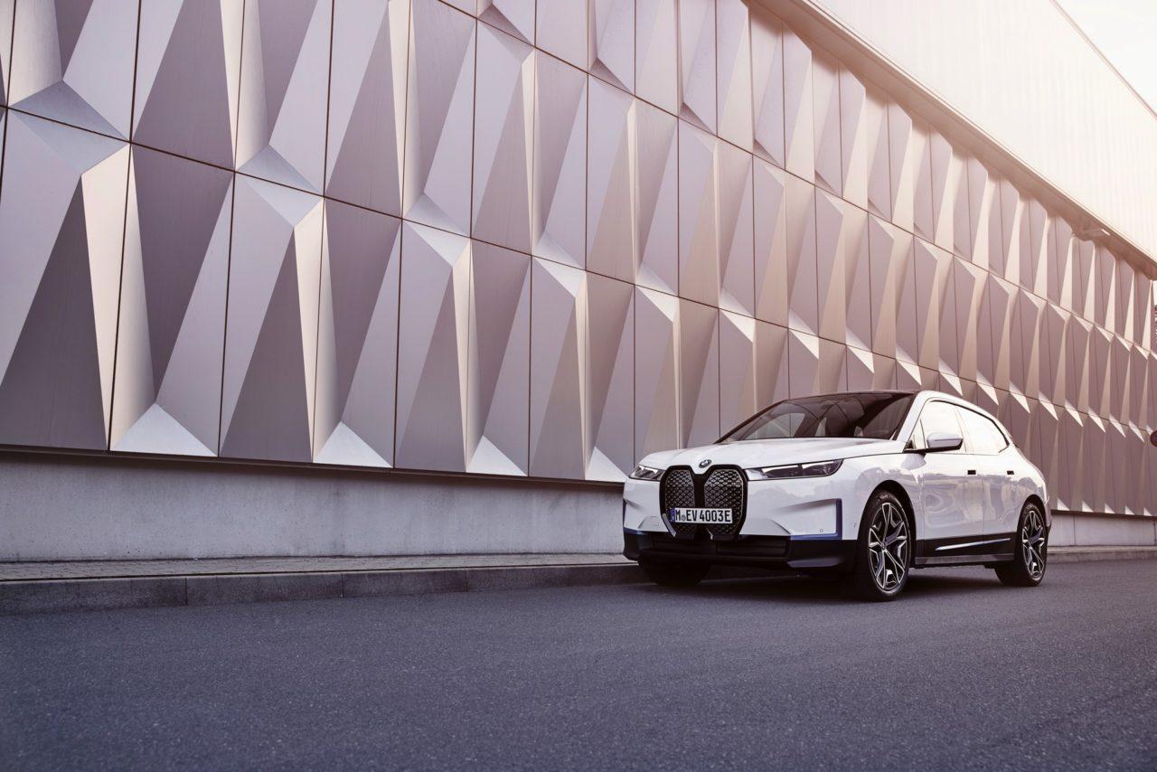 2021-BMW-iX-xDrive40-Alpine-White-21-1280x854.jpeg