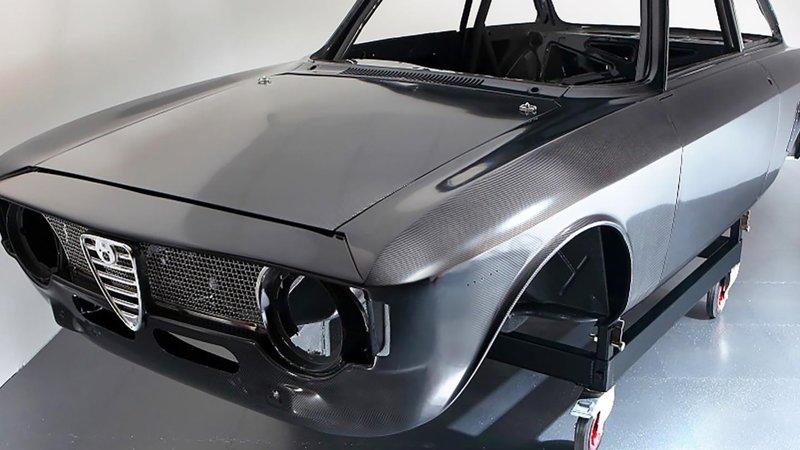 Alfaholics-GTA-R-300-Carbon-2.jpg