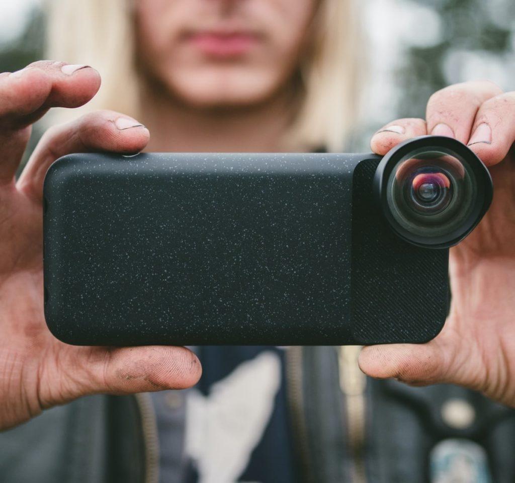 Moment-iPhone-Battery-Case-Powered-Shutter-Button-Cover-01-1200x1125.jpg
