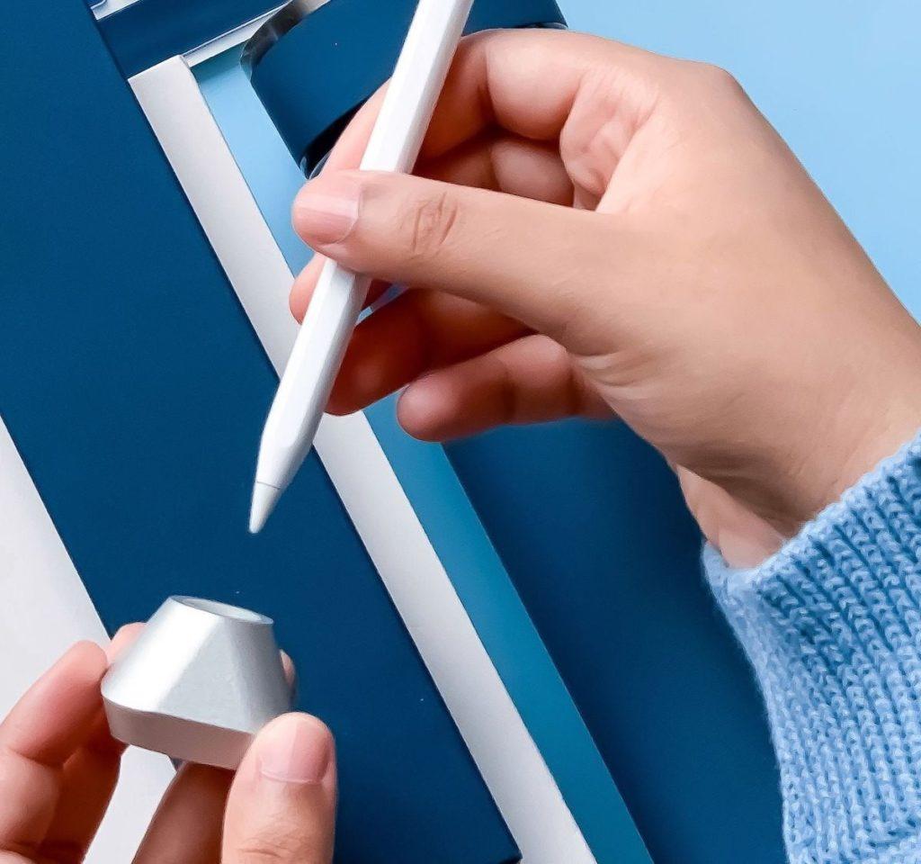 Flosku-Jamal-Apple-Pencil-Inkwell-Stand-01-1200x1125.jpg