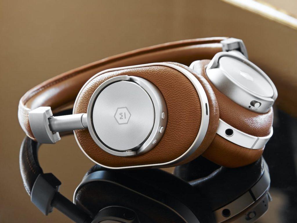 Master-Dynamic-MW60-Foldable-Wireless-Over-Ear-Headphones-001-1200x900.jpg
