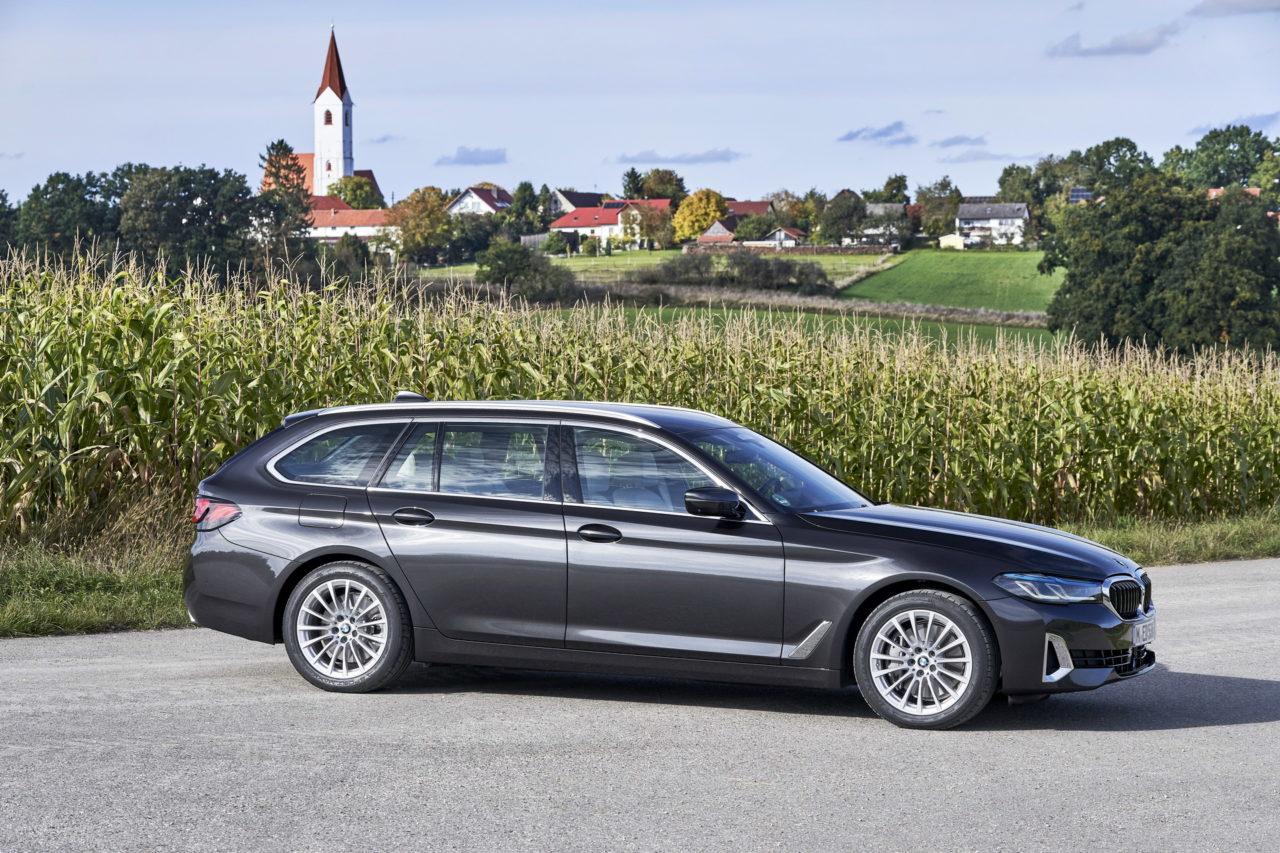 2021-BMW-530d-xDrive-Touring-LCI-15.jpg