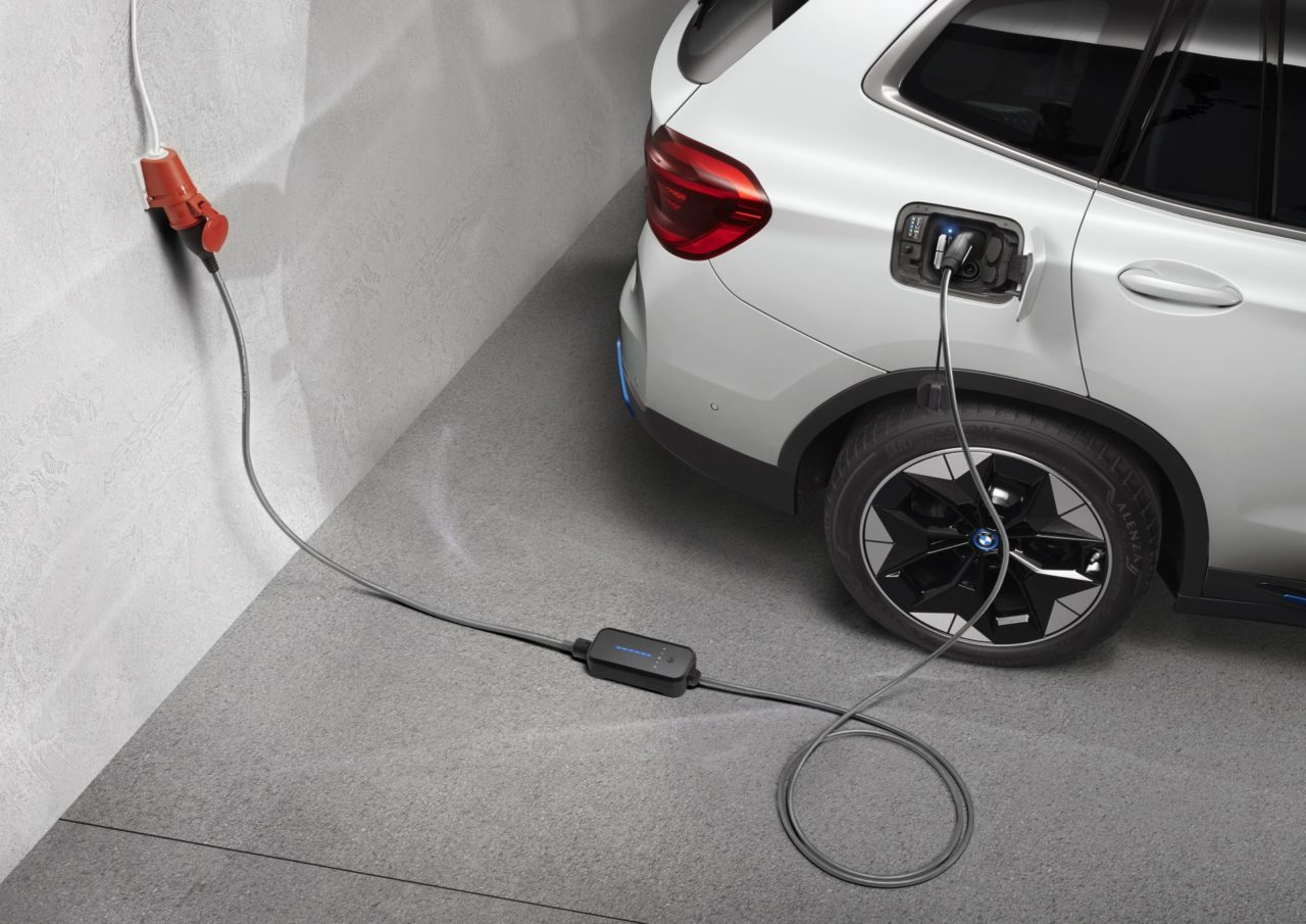 BMW-iX3-Services-and-charging-1.jpg