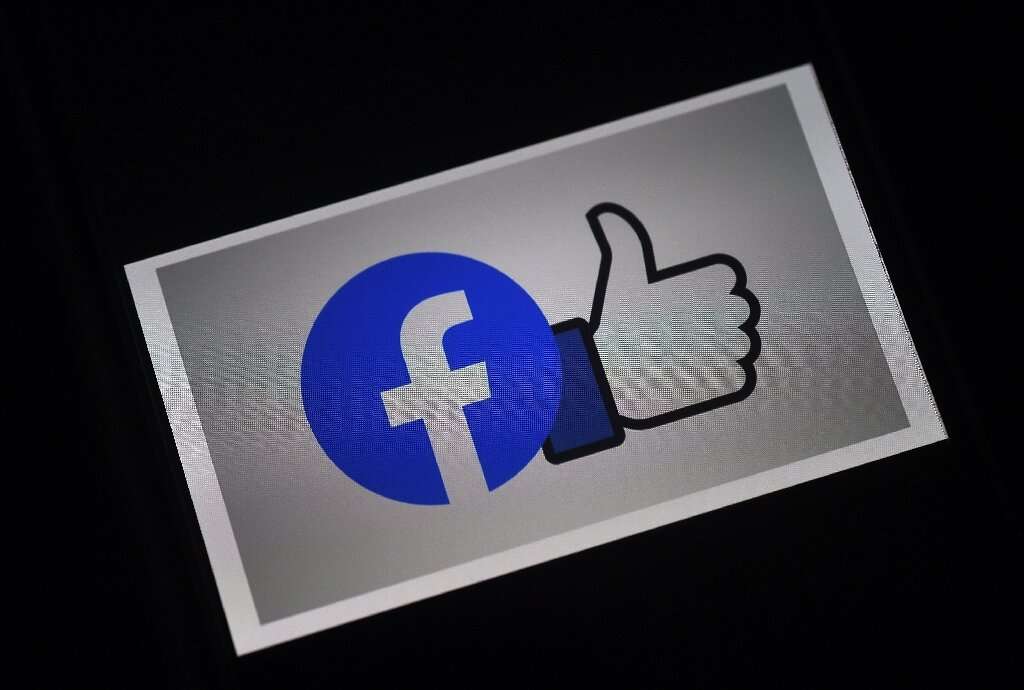 2-facebookhast.jpg